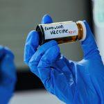 Naukowcy opracowują szczepionkę na koronawirusa, która jest WDYCHANA przez nos lub usta… uważaj, gdzie ODDYCHASZ