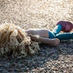 """PRANIE MÓZGU DZIECIOM: Lalki Cry Babies pozwalają dzieciom """"zaszczepić"""" swoje lalki, powodując znikanie z twarzy czerwonych, przypominających odrę kropek"""