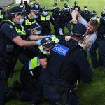 Australia: antyszczepionkowa skrajna prawica starła się na ostro z policją